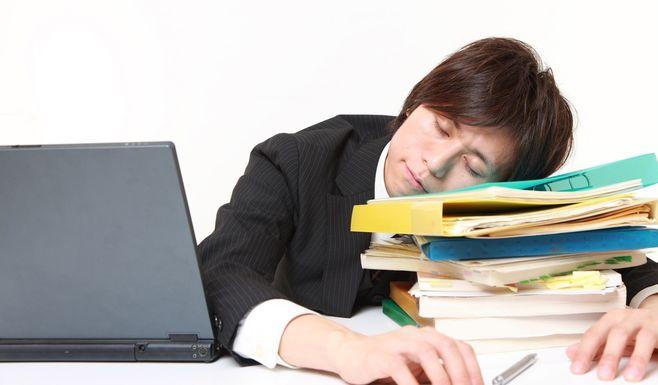 朝型勤務を「夜型人間」に強いるのは違法?