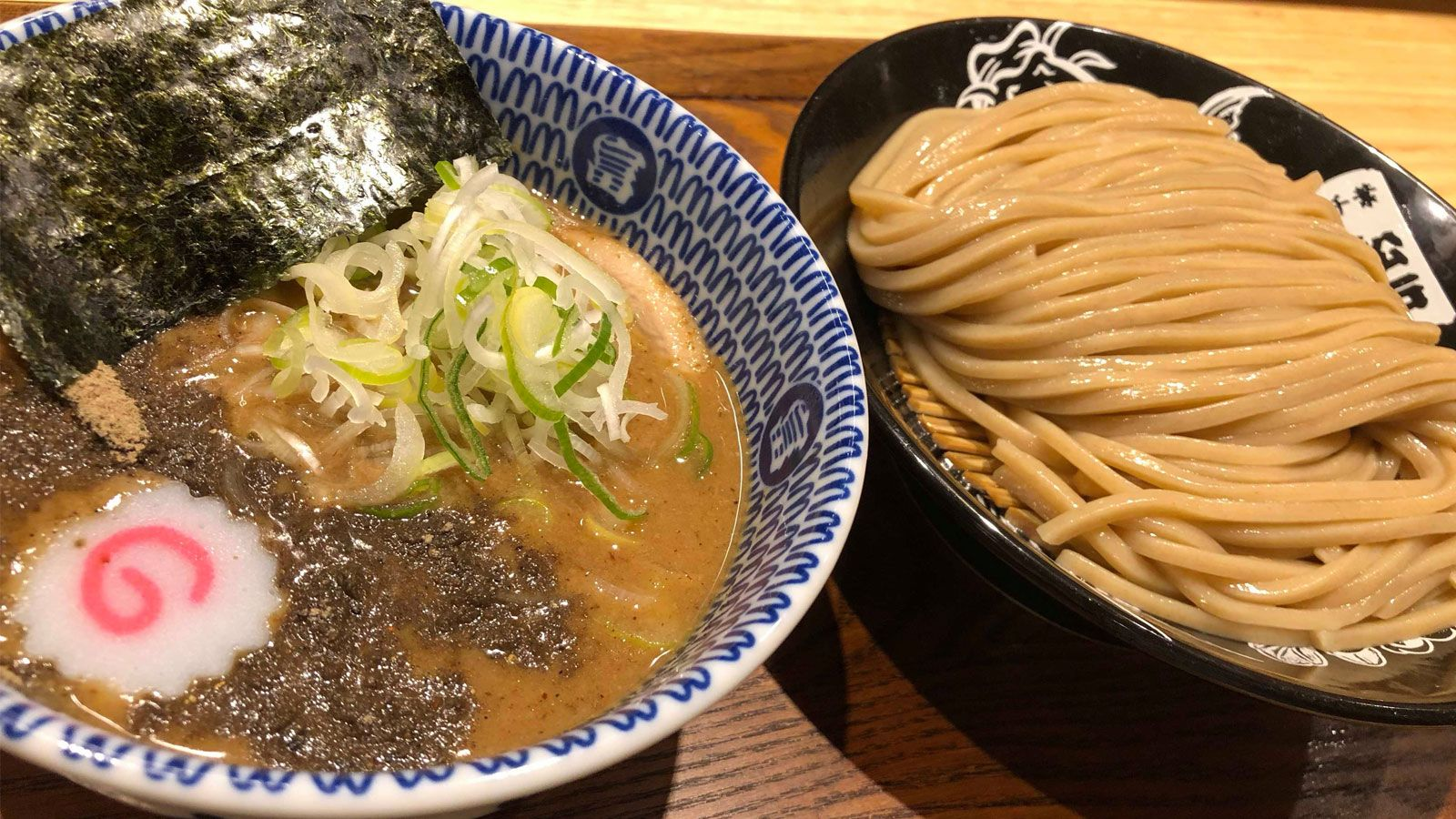 とみ田のお店で食べられるつけ麺