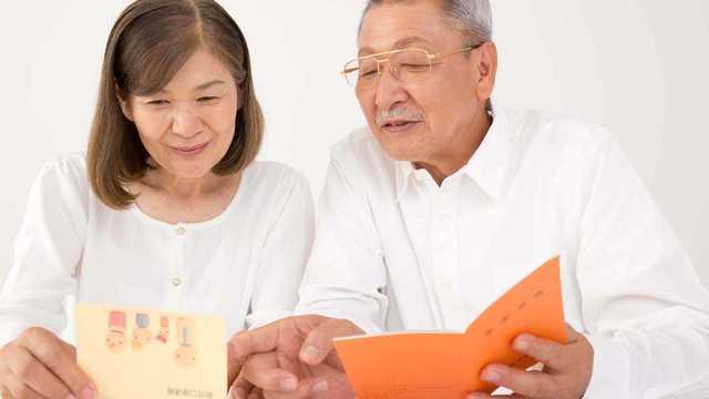寿命が延びる中、健康で年金が信頼できればよいのだが…(写真:zon/PIXTA)