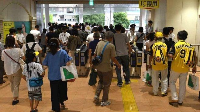 阪神・甲子園駅の野球ファン輸送は「神業」だ