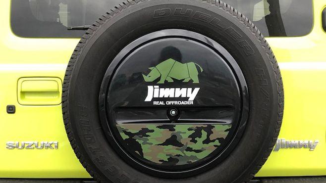 ジムニーのタイヤカバーに「サイ」が描かれる謎