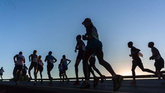 近年、ウルトラマラソンの人気が急上昇している(写真:ChrisVanLennepPhoto / PIXTA)