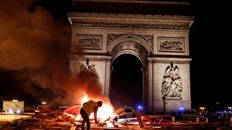 フランスのデモがマクロンを標的にするわけ