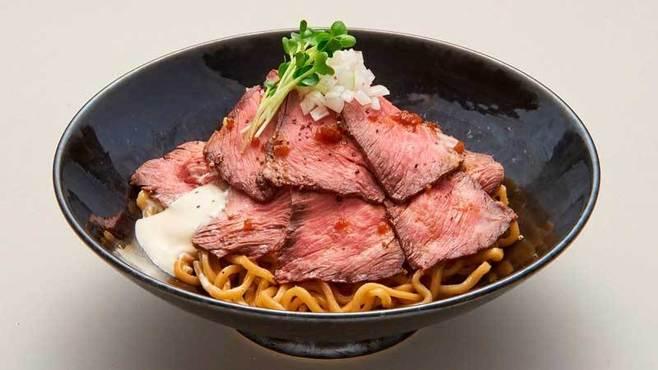 東京でローストビーフラーメンが流行る理由