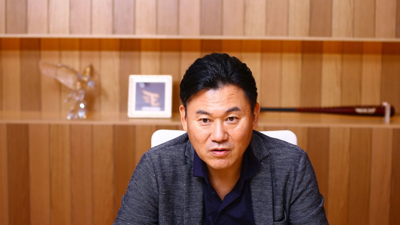englishnization at rakuten Hiroshi mikitani, the ceo of rakuten, (japan's largest online retailer), is at the helm of an organization that is rapidly expanding into global mark.