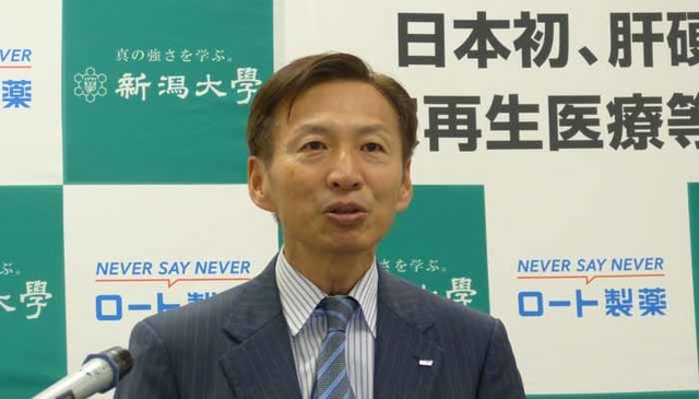 山田会長は「脂肪由来の幹細胞は機能として優れている。どうすればそれをマスの需要に耐える製品にできるかを研究してきた」と語る(記者撮影)