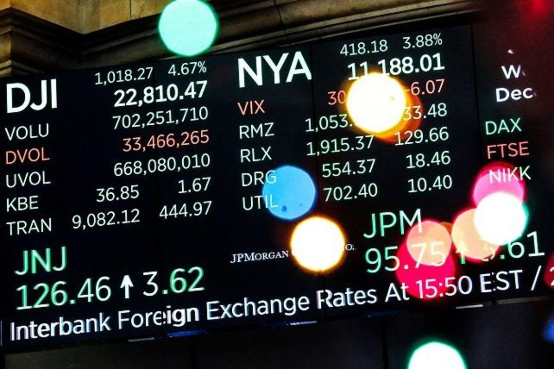 株価 ニュー モント