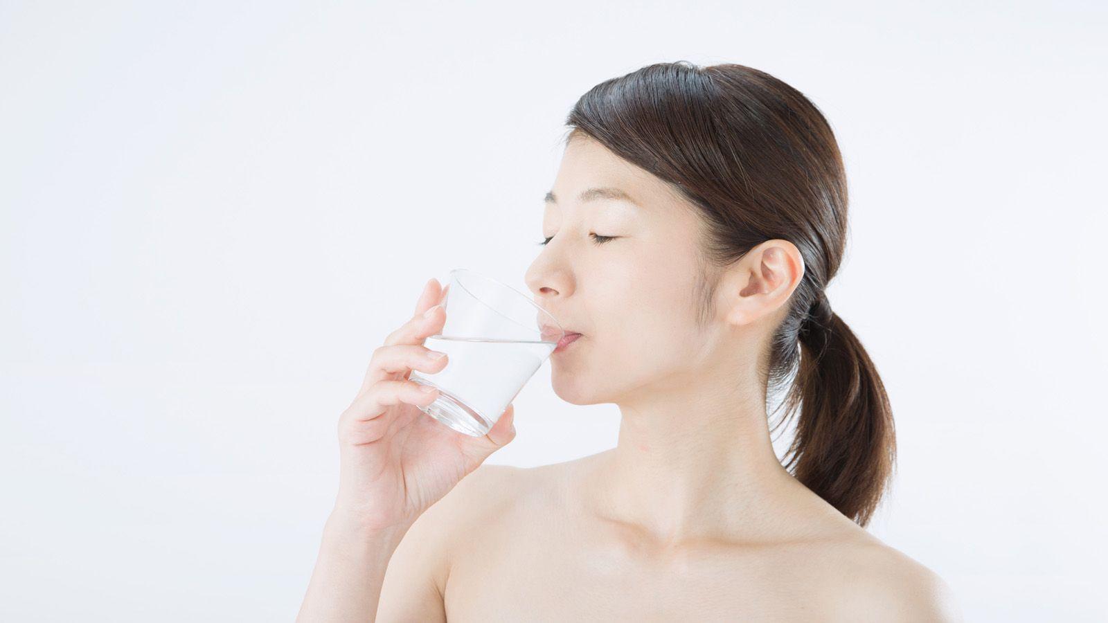 水を大量に飲むとやせる」という説の大誤解 | 健康 | 東洋経済 ...