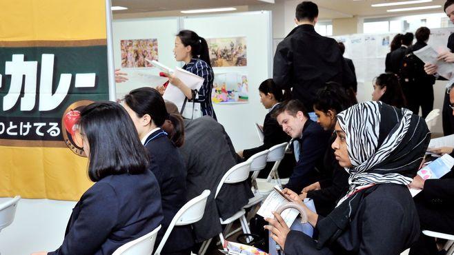 外国人留学生向けの就活支援は喫緊の課題だ